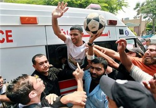 Former hunger-striker al-Sarsak arrives in Gaza Strip