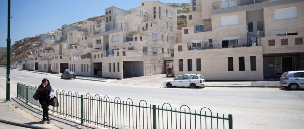 Haaretz Opinion zeros in on settlement clubs illegality