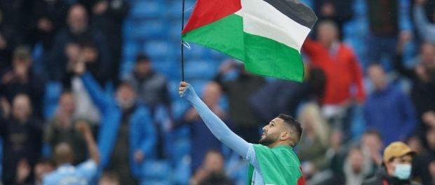Riyad Mahrez raises the Palestinian flag